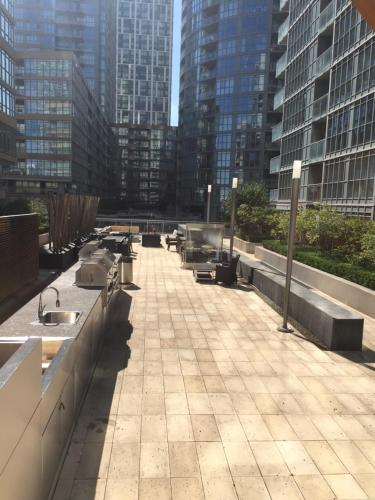 Luxury 2br Suites In The Heart Of Downtown Toronto - Toronto, ON M5V 4B3