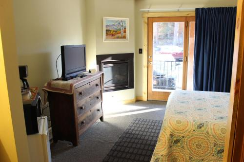 4 Seasons Inn on Fall River Photo