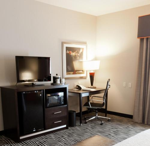Hampton Inn and Suites Tulsa Central Photo