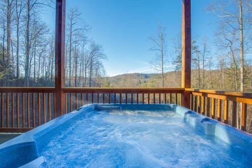 Apple Bear Lodge- Four-bedroom Cabin