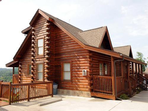 Bear Hyde- Three-bedroom Cabin