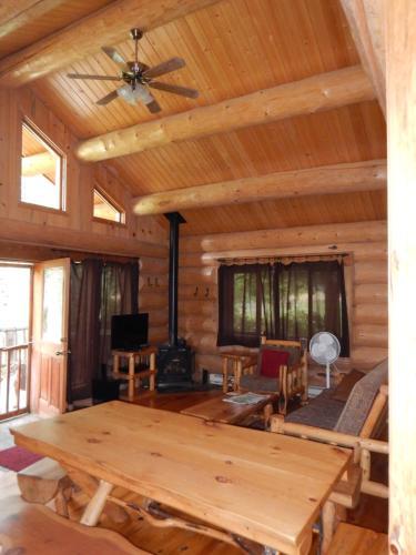 Stone Wolf One Bedroom At Wolfridge Resort - Winthrop, WA 98862