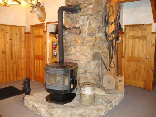Helmcken Falls Lodge - Clearwater, BC V0E 1N1