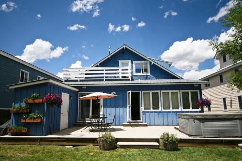 Purple Mountain Bed & Breakfast & Spa - Crested Butte, CO 81224