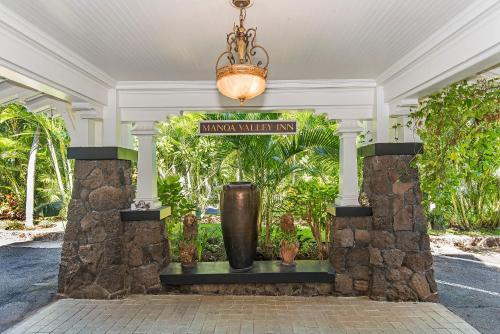Manoa Valley Inn - Honolulu, HI 96822