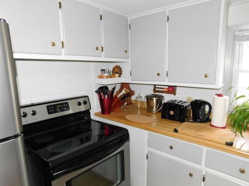 Wendy's Homestay - Kingston, ON K7K 3B1