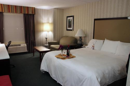 Radisson Hotel and Suites Chelmsford-Lowell Photo