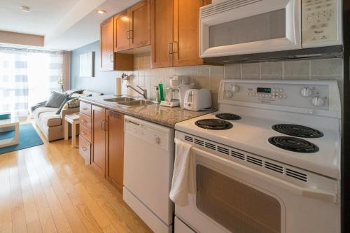 Applewood Suites - 1 Bdrm Wellington West - Toronto, ON M5V 3P6