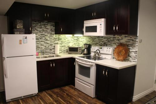 Mundy Park Suites - Coquitlam, BC V3K 6S6