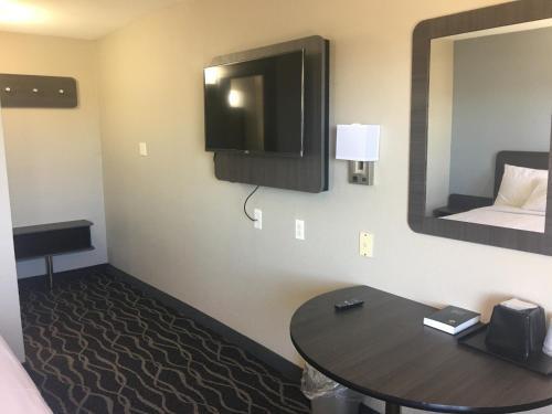 Econo Lodge West Memphis - West Memphis, AR 72301