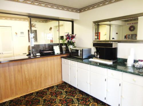 Budget Inn Daleville - Daleville, IN 47334
