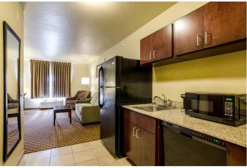 Cobblestone Inn and Suites Cambridge, Nebraska Photo
