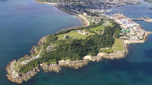 Cliff Rd, Falmouth, Cornwall, TR11 4NX, England.