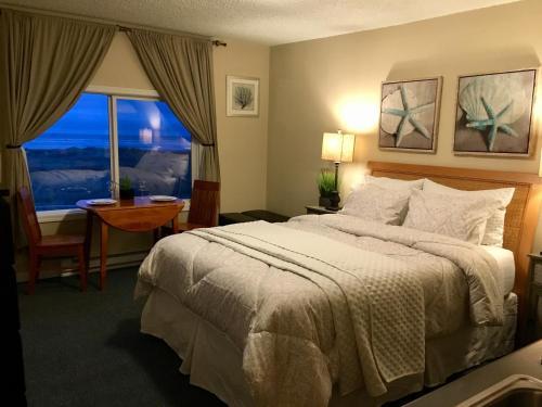 The Tradewinds Condo/Hotel Photo