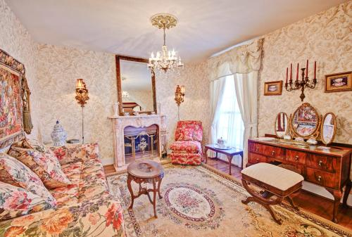 Wyman House Bed & Breakfast - La Porte, TX 77571