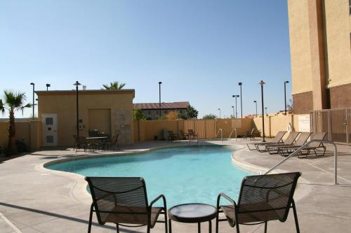 Hampton Inn and Suites Barstow Photo