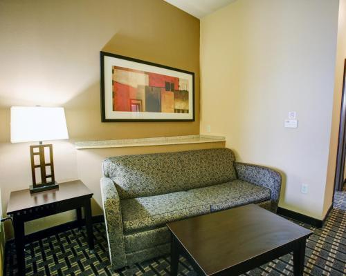 Comfort Suites Buda Photo