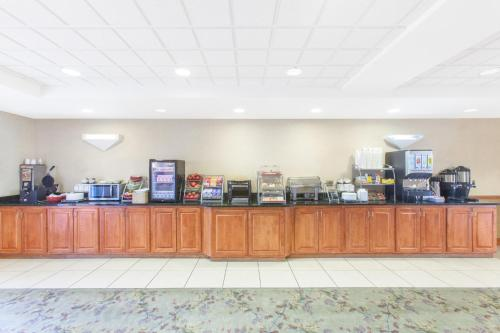 Wingate by Wyndham Bentonville Photo