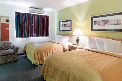 Econo Lodge Inn & Suites Paragould - Paragould, AR 72450
