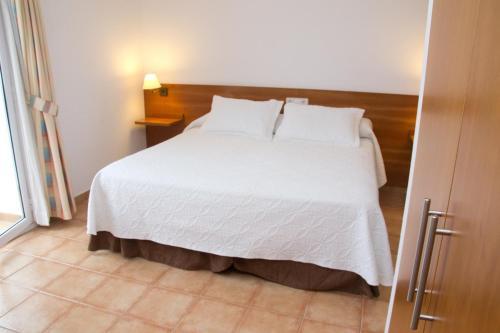 hotel tarongeta cadaqu s desde 66 rumbo. Black Bedroom Furniture Sets. Home Design Ideas