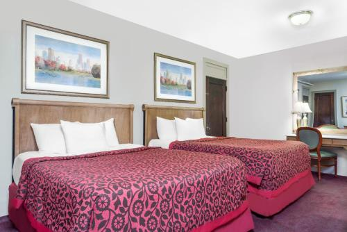 Days Inn By Wyndham Rochester Downtown - Rochester, MN 55901