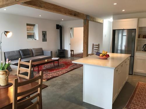 Lotusland Garden Suite - Vancouver, BC V5K 1P7