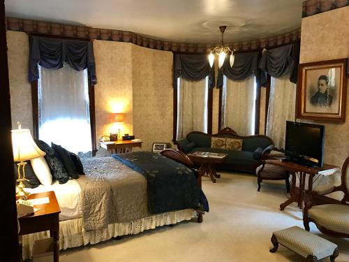 The Redstone Inn And Suites - Dubuque, IA 52001