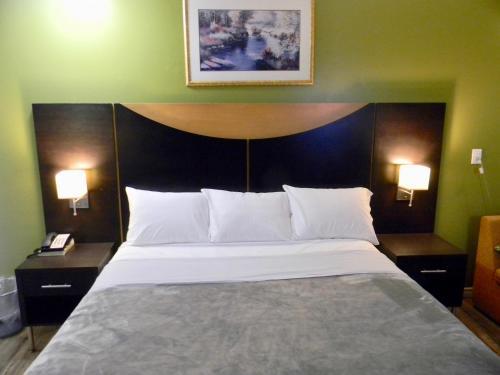 American Plaza Motel - London, ON N5V 1P6