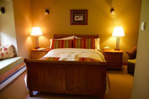 Vagabond Lodge at Kicking Horse Photo