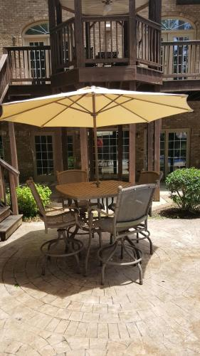 Private Carriage House Apartment - Athens, AL 35806