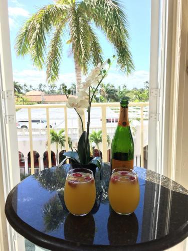 Palm Beach Hotel Photo