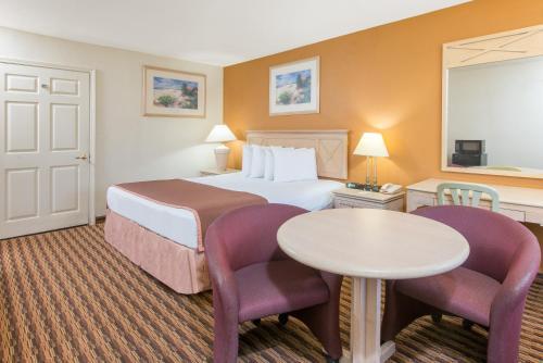 Red Carpet Inn & Suites - Salina, KS 67401