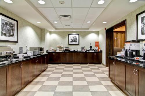 Hampton Inn & Suites Red Deer in Red Deer