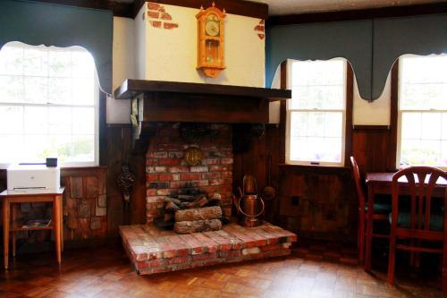 Auld Holland Inn - Oak Harbor, WA 98277
