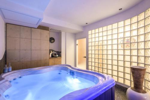 Hotel residenza adriana roma desde 75 rumbo for Residenza degli artisti