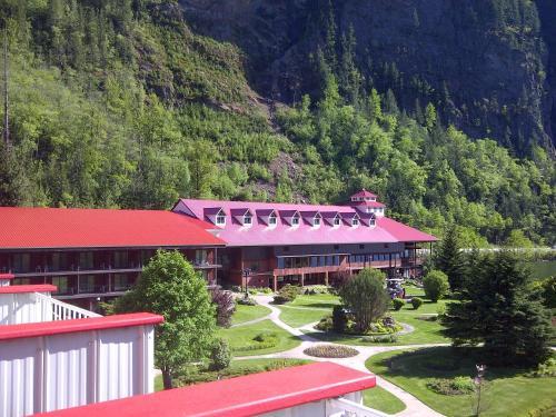 Three Valley Lake Chateau Ltd. - Revelstoke, BC V0E 2S0