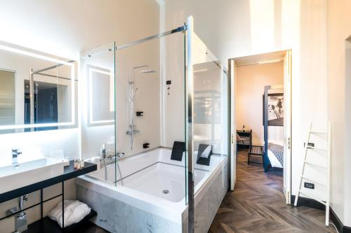 The H'All Tailor Suite Roma photo 83