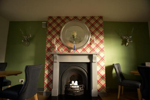 Lynedale House, High Street, Tattenhall, Cheshire CH3 9PX, England.