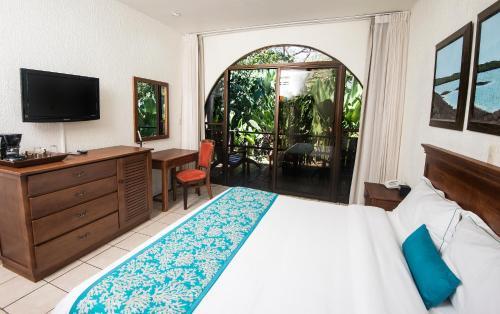 Hotel Punta Leona Photo