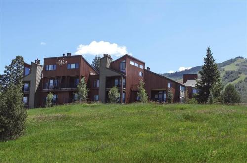 West Condominiums - W3224 Photo