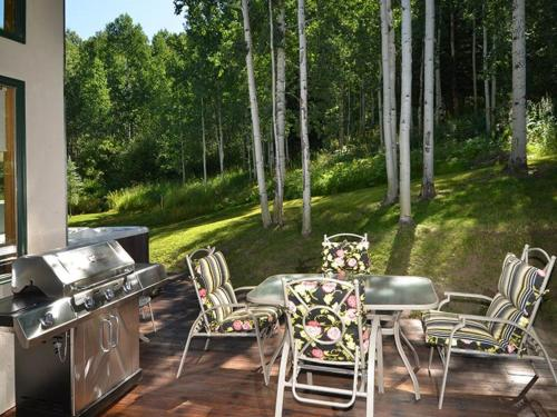 Meadow Brook Chalet Cabin - Vail, CO 81657