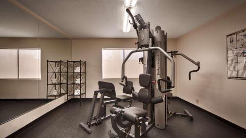 Best Western Plus Scottsdale Thunderbird Suites Photo
