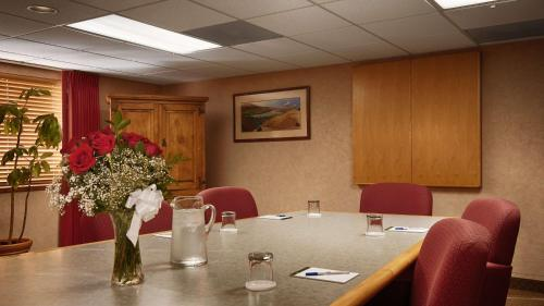 Best Western Plus Tempe By The Mall - Tempe, AZ 85283