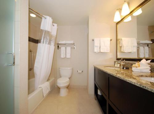 Best Western Plus Marina Gateway Hotel Photo