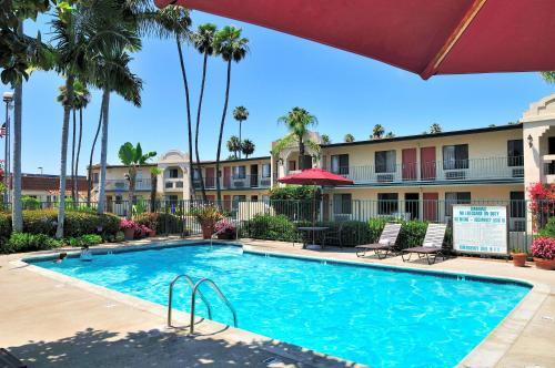 Best Western Lamplighter Inn & Suites at SDSU Photo