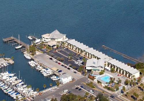 Best Western Plus Yacht Harbor Inn Photo