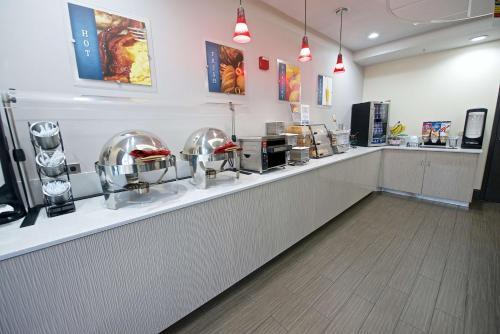 Best Western Airport Inn & Suites Photo
