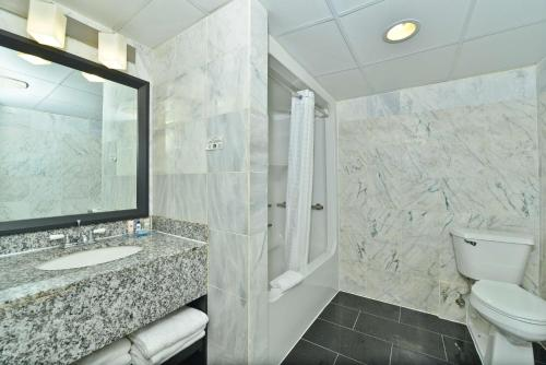 Best Western Plus Newark Airport West Photo