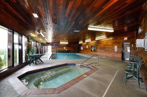 Best Western Plus Landmark Inn Photo