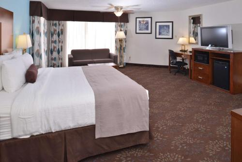 Best Western Plus El Paso Airport Hotel & Conference Center - El Paso, TX 79925